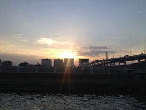 東京都足立区荒川の夕暮れ