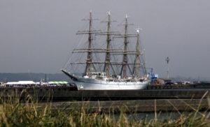 御前崎市に停泊する海王丸