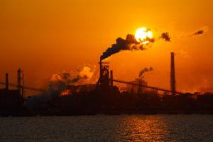 川崎市京浜工業地帯の夕景