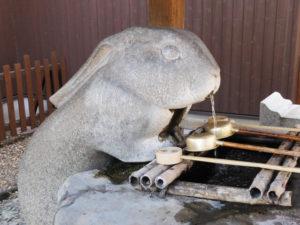 さいたま市浦和区の調神社 手水舎の兎