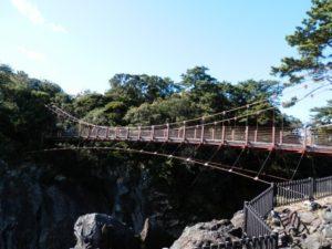 伊東市城ヶ崎海岸の門脇吊り橋