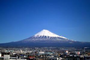 富士市の街並みと富士山