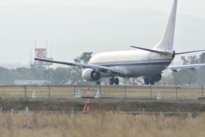 名取市仙台空港に降り立つ飛行機