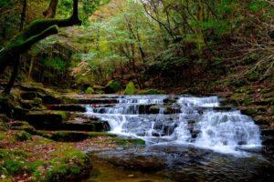 名張市の雛壇滝