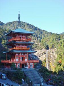 和歌山県の三重塔と那智滝