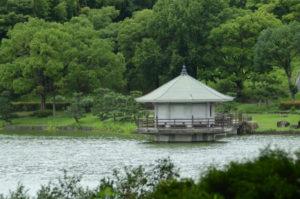 枚方市の池ノ上の浮見堂