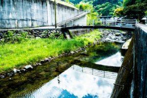 砥部町の川面