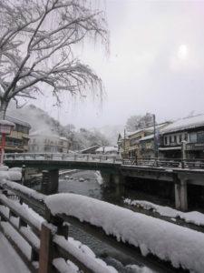 雪景色の湯村温泉郷