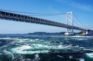 大鳴門橋の渦潮
