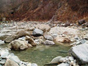切明温泉の野湯