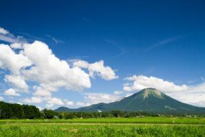 伯耆町から望む大山