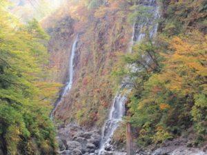 小安峡の紅葉 湯沢市