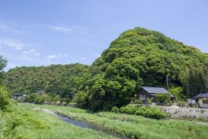 象頭山と椹野川