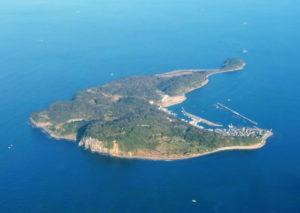 玄界灘に浮かぶ相島