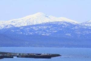 石狩湾と増毛山地