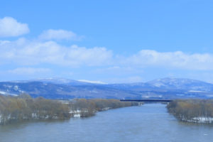 春の天塩川