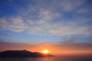 夜明けの金華山